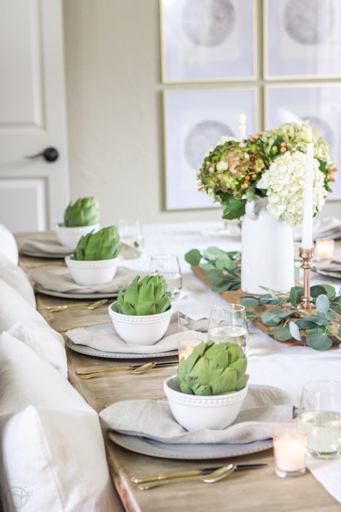 Amazing dining room makeover + simple Thanksgiving tablescape idea. Need a tablescape in a hurry? The grocery store will be your best friend! #tablescape #diningroommakeover #tablesetting
